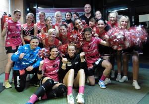 Tussies feiern zusammen mit der Cheerleadergruppe Rising Phoenix den Heimsieg